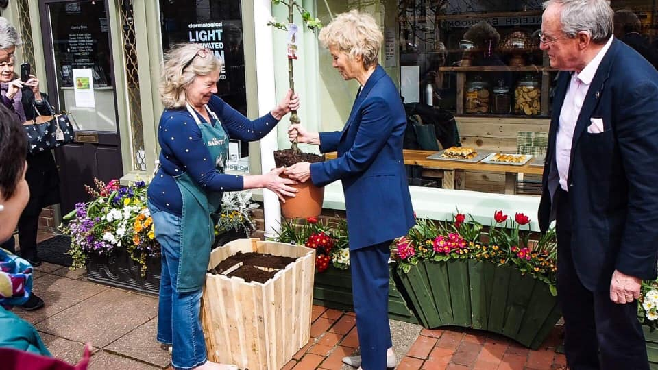 Zero waste Cranleigh shop opens for business